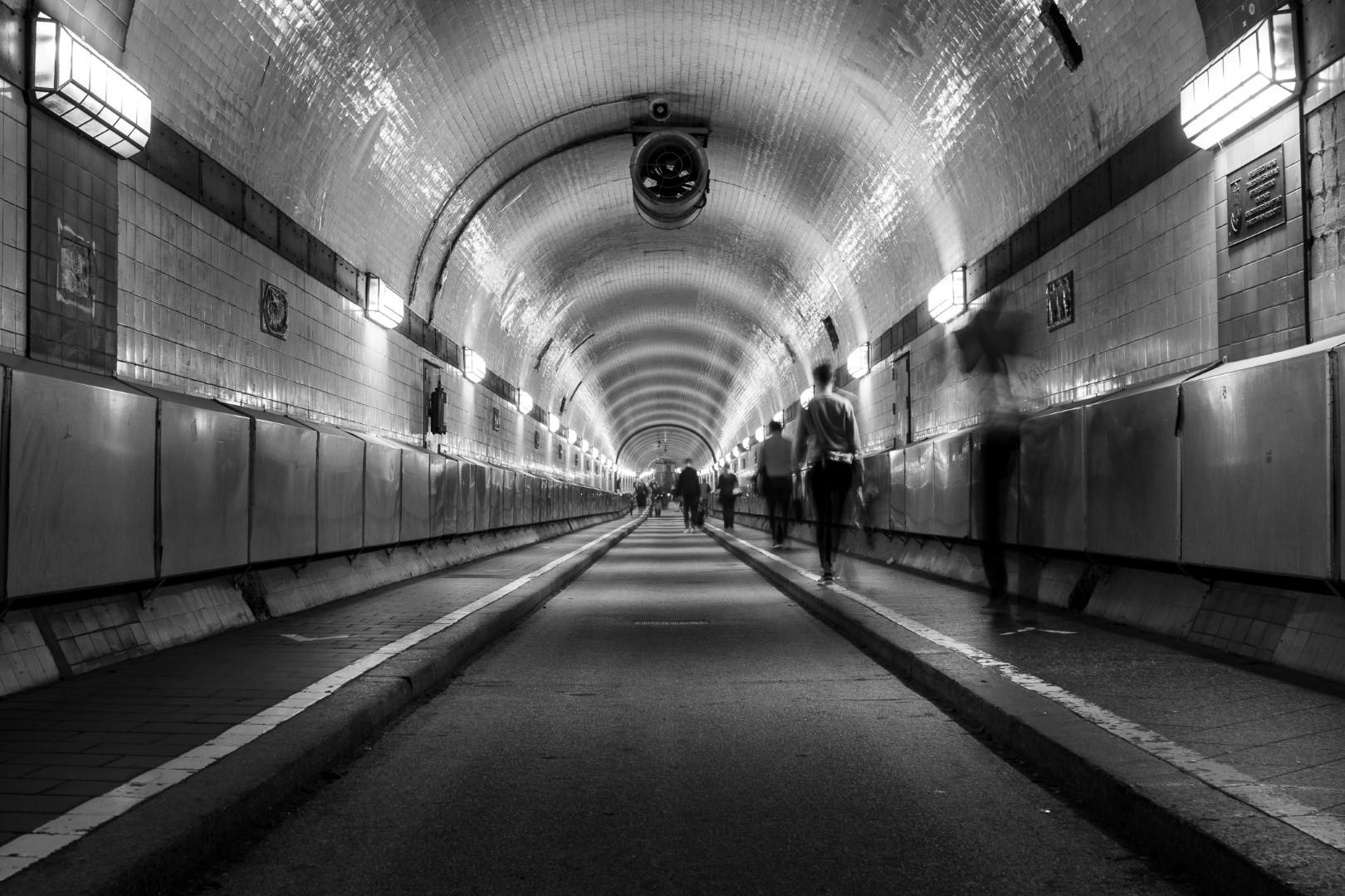 Bewegung im Tunnel (2)