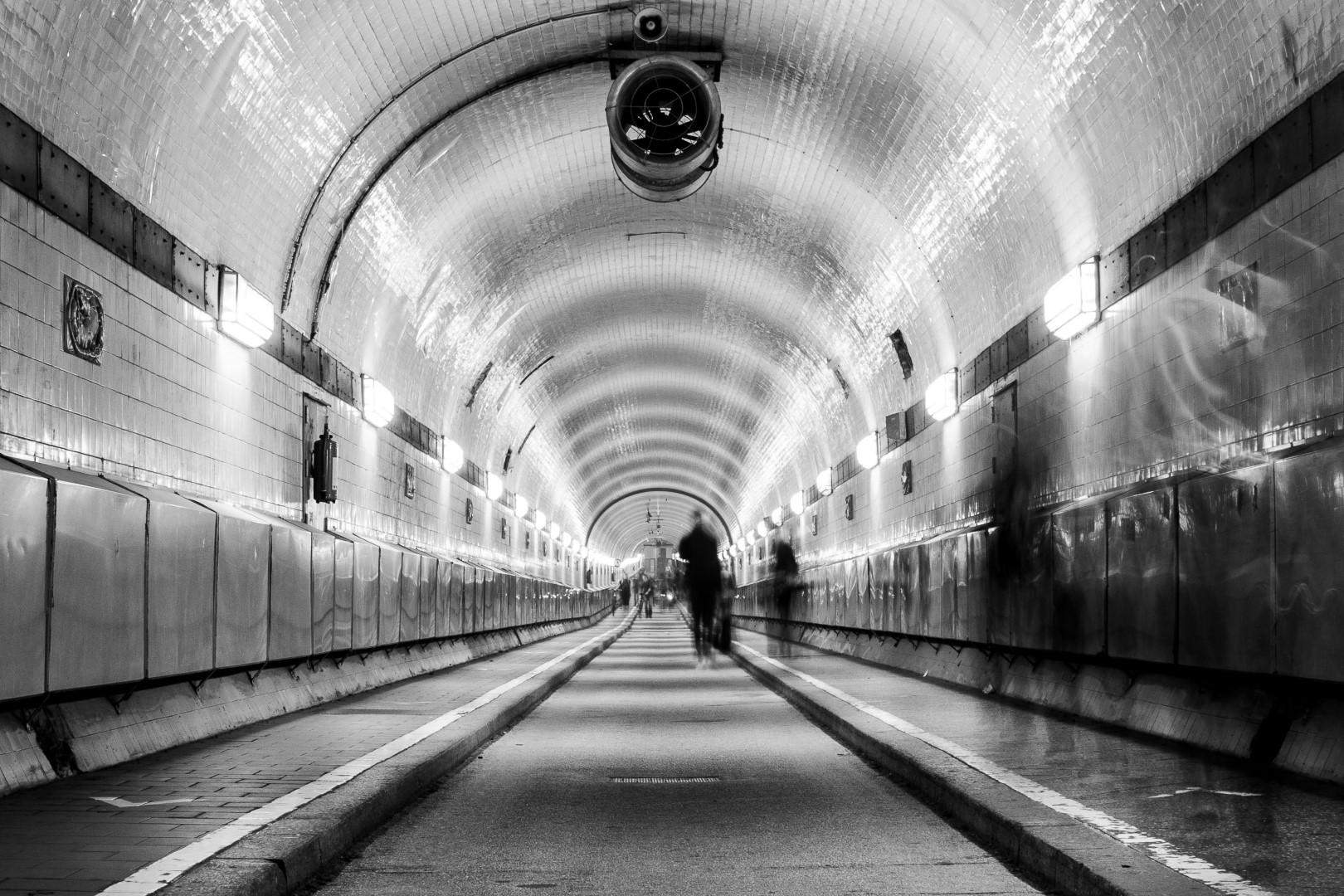Bewegung im Tunnel (1)